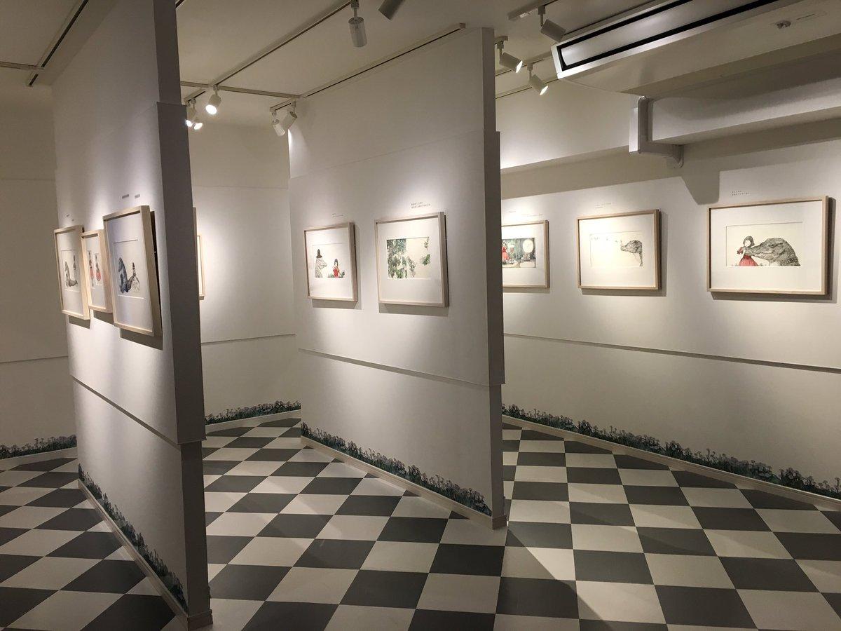 ヒグチユウコさんの『すきになったら』絵本原画展@青銅Room J  いよいよ本日からスタートです。13時〜18時までお待ちしております!  ワニと少女の、愛の絵本。緻密に繊細に描きこまれた原画を、ぜひご覧くださいませ。 https://t.co/gjd5VHbYtB