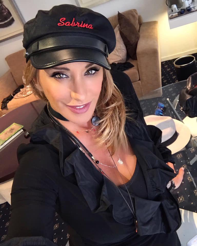 In my room there's a mess .... thanks Oscar !! #disordine #mess #myhat #SabrinaSalerno https://t.co/ztwytPgQmN