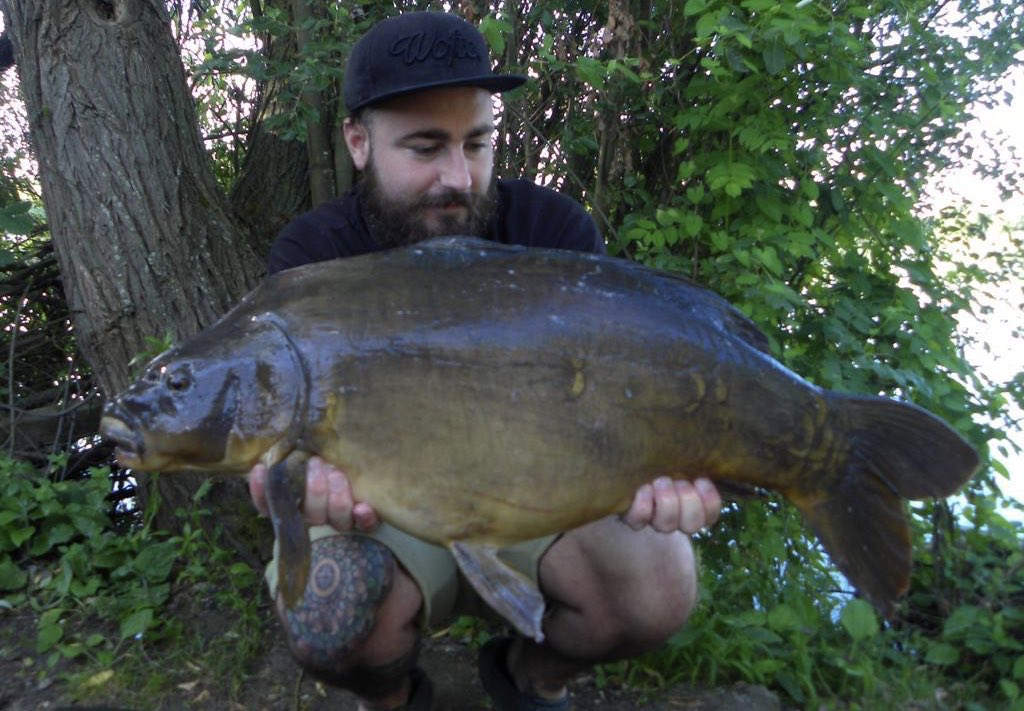 @stgeorgeslake regular Chris Joly with a 25lb 4oz mirror, caught yesterday. Nice one mate! #carpfish