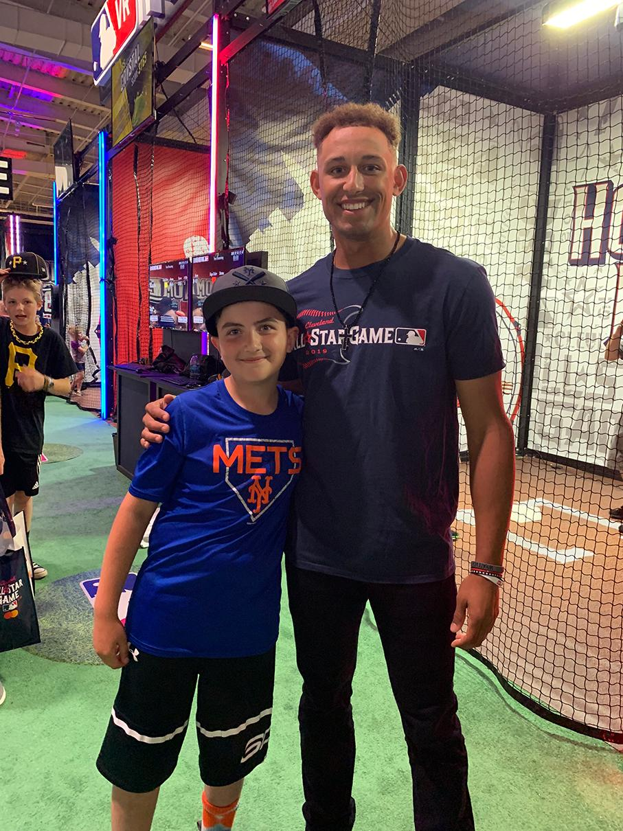 RT @HRDerbyGame: Futures player Royce Lewis hangs with 2018 #HRDVR Champ Chuck, @RealShelfy & @fuzzyfromyt at the cages.  Good luck today at the #FuturesGame Royce! mlb,com/hrdvr https://t.co/HFOto4QdAa