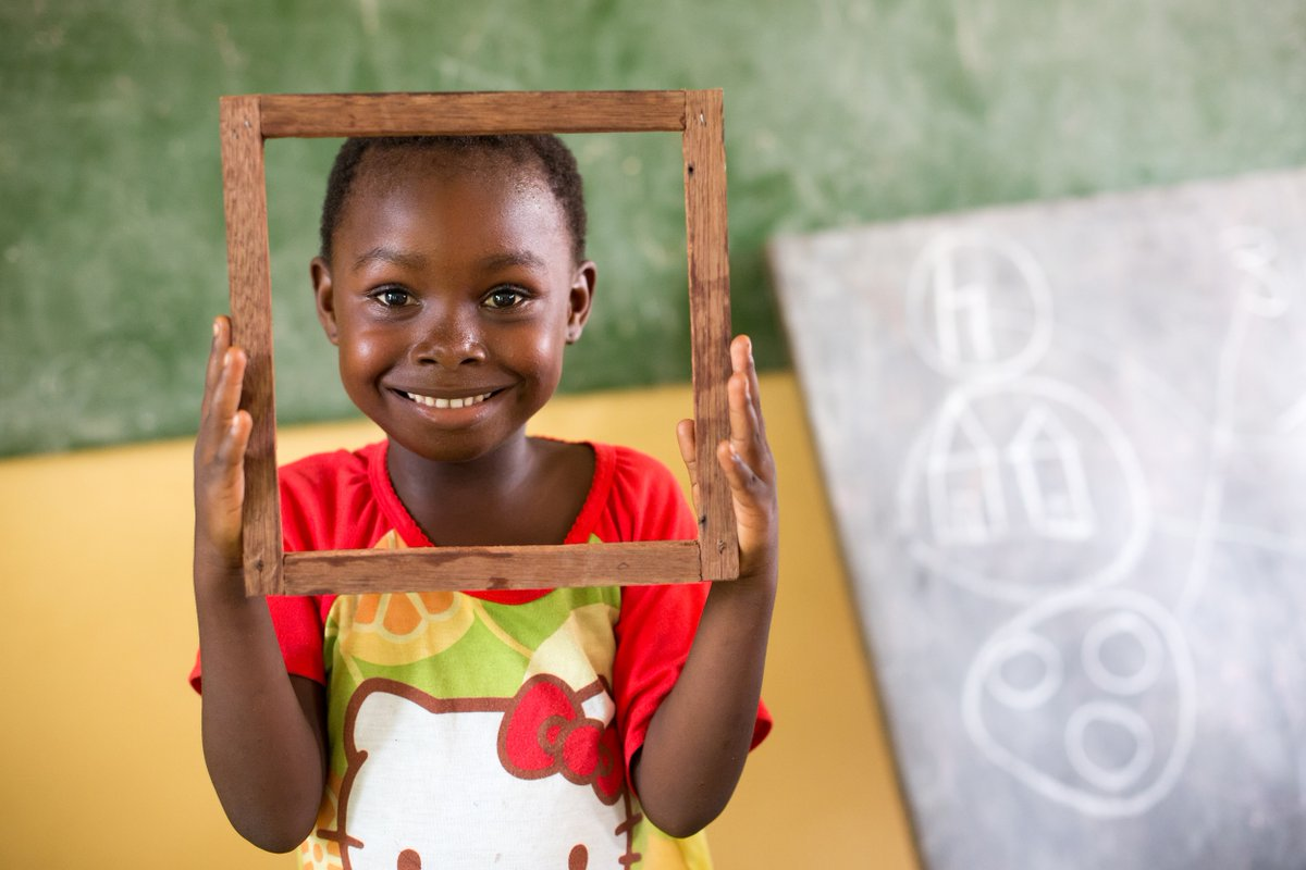 Meet this happy pupil from DR #Congo! When learning is fun...😊   📷 @UNICEFDRC https://t.co/aG6Pa9ua4O