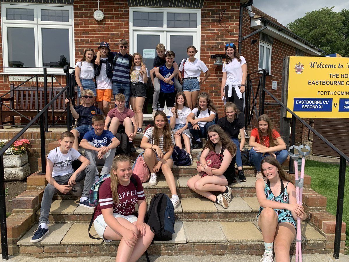 Year 9 sports leaders. Great day out @Eastbourne tennis. We saw Andy Murray! https://t.co/LoLgmddlvZ