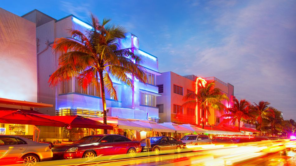 Miami bakes in unusual heat before Democratic debates kick