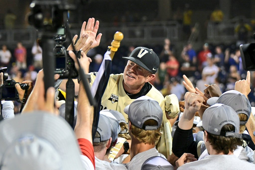 One of the coolest #CWS celebration moments I've ever seen, gave me goosebumps. Vandy players lift Tim Corbin onto their shoulders, and he wildly high-fives as many hands as he can in rapid fire, with a huge grin on his face. @VandyBoys #VandyBoys https://t.co/u0vS6gVgbo