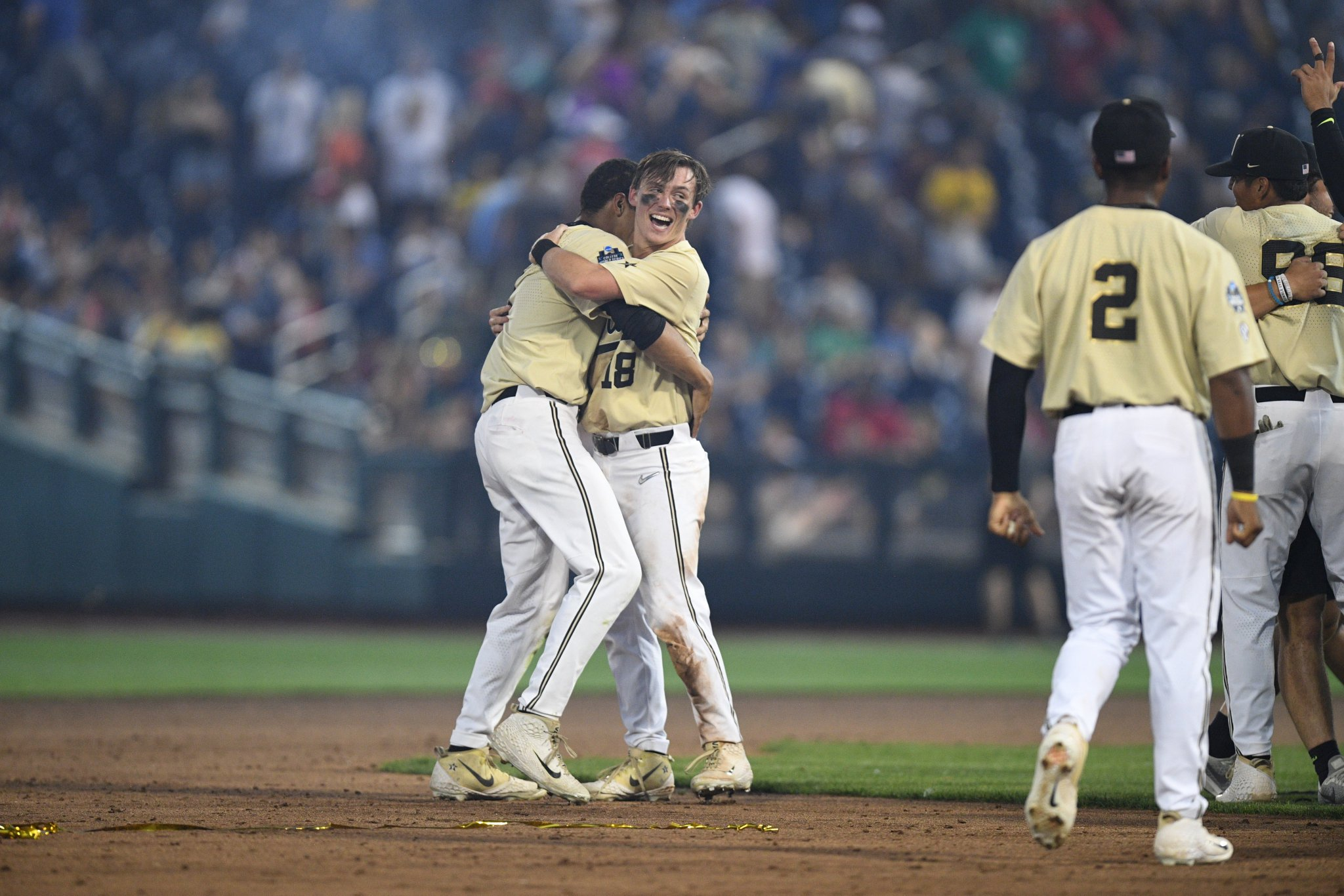 Family. Forever. ❤️  #CWS | @VandyBoys https://t.co/ArYhx90B7U
