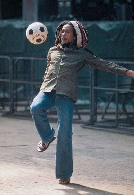 RT @OldFootball11: #ForTheLoveOfFootball #BobMarley https://t.co/tul6I4HW1W
