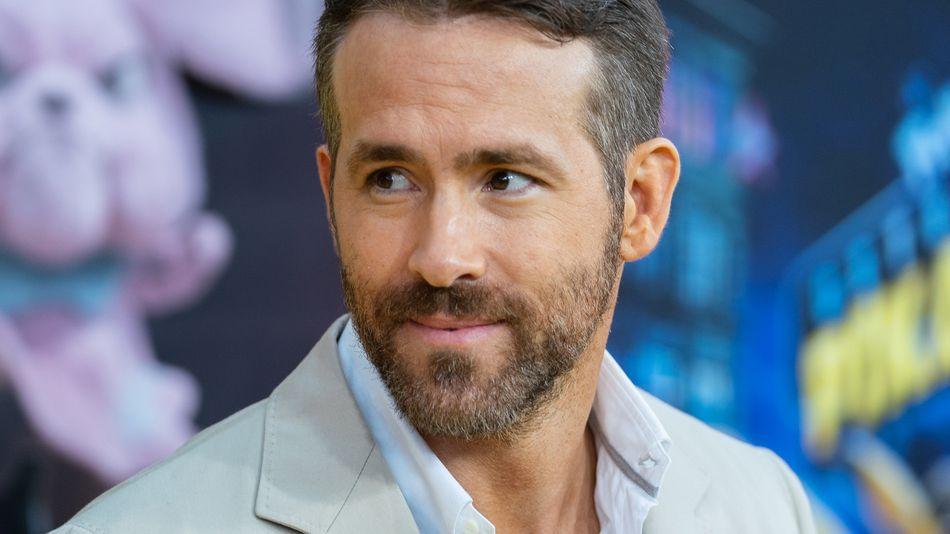 Ryan Reynolds attempts the bottle cap challenge, fails