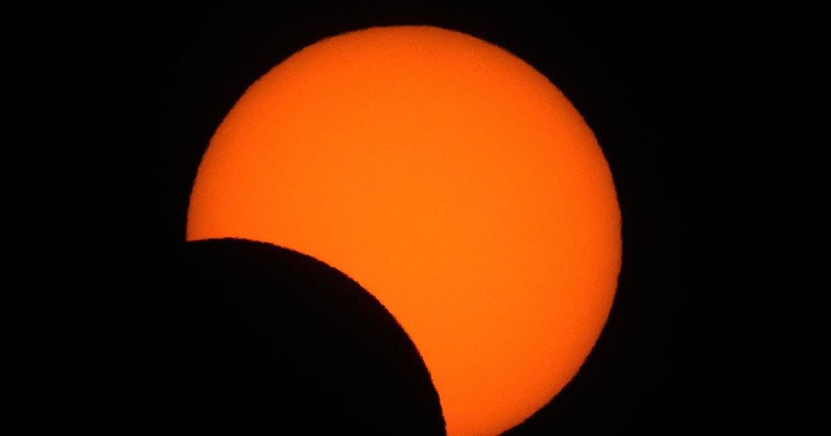 Watch total solar eclipse over South America in 1 minute