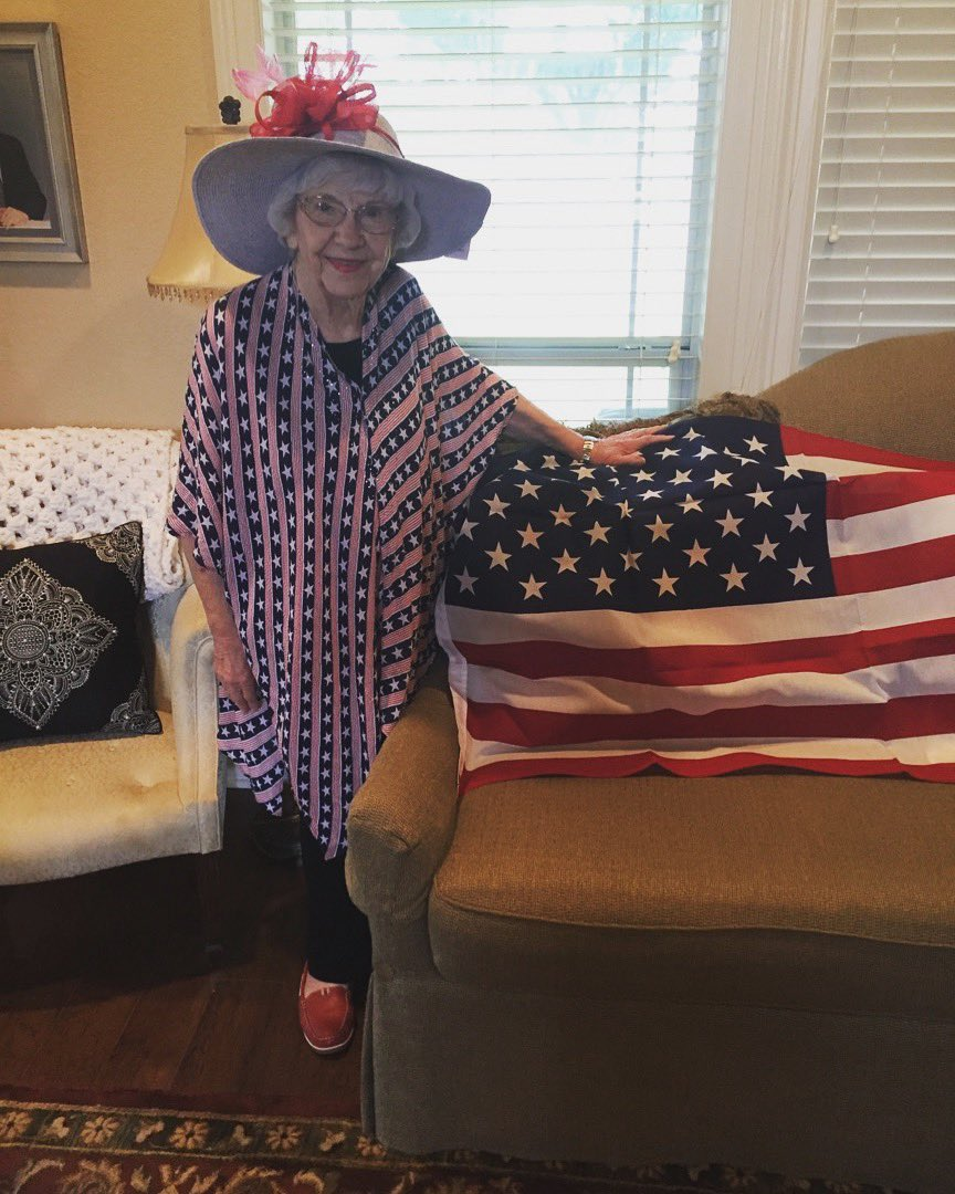 My Nana sent me this adorable picture and made my day! God Bless America! Happy 4th everyone ???????? https://t.co/AMDKyynjqL