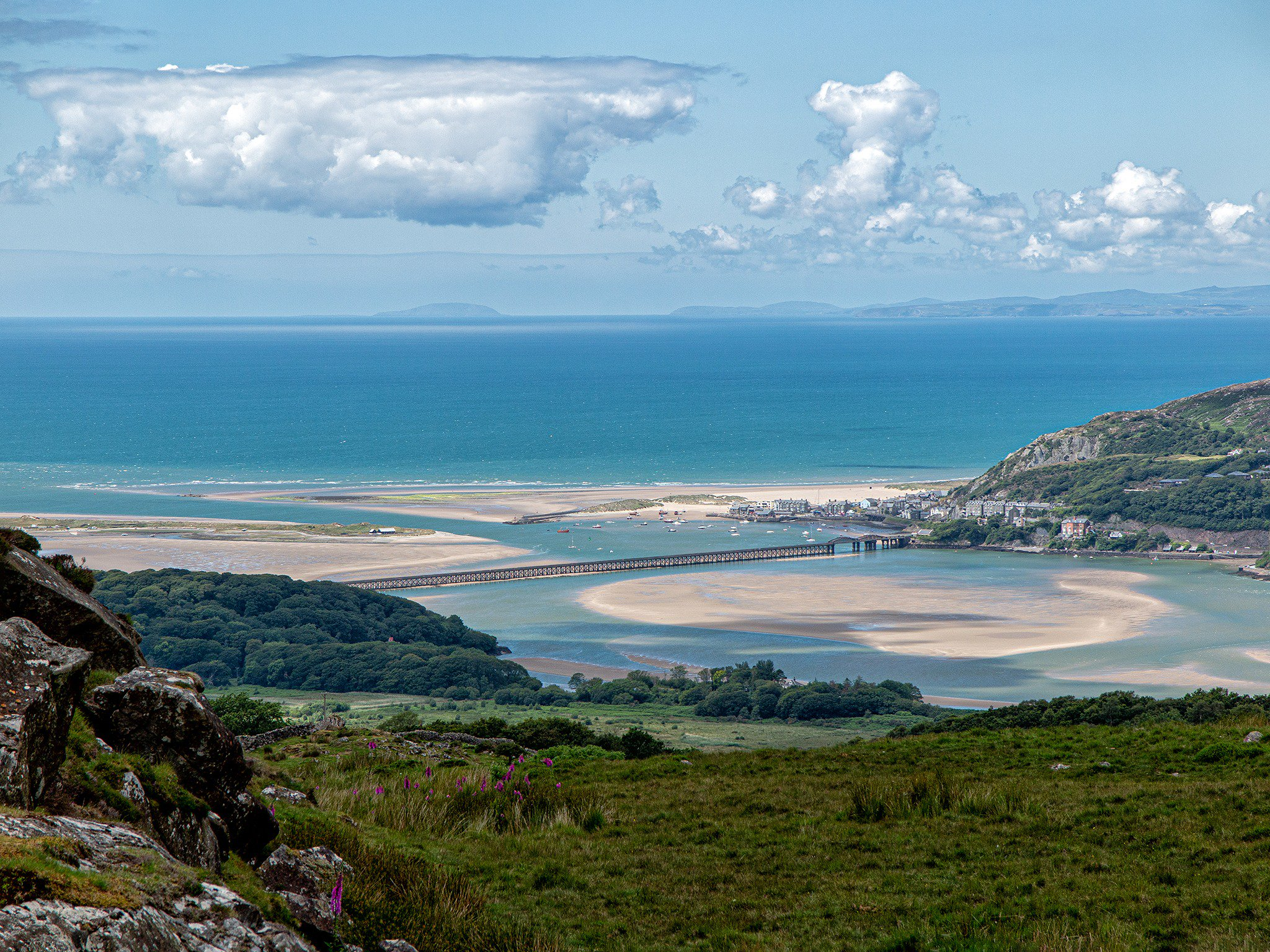 Barmouth and Beyond From a 10 mile circular walk taking in woods, waterfalls, lakes, moorland, rivers and the Mawddach estuary.  #wales #barmouth @visitwales #mawddach #photographer #walk https://t.co/j8E8Vt5nuY