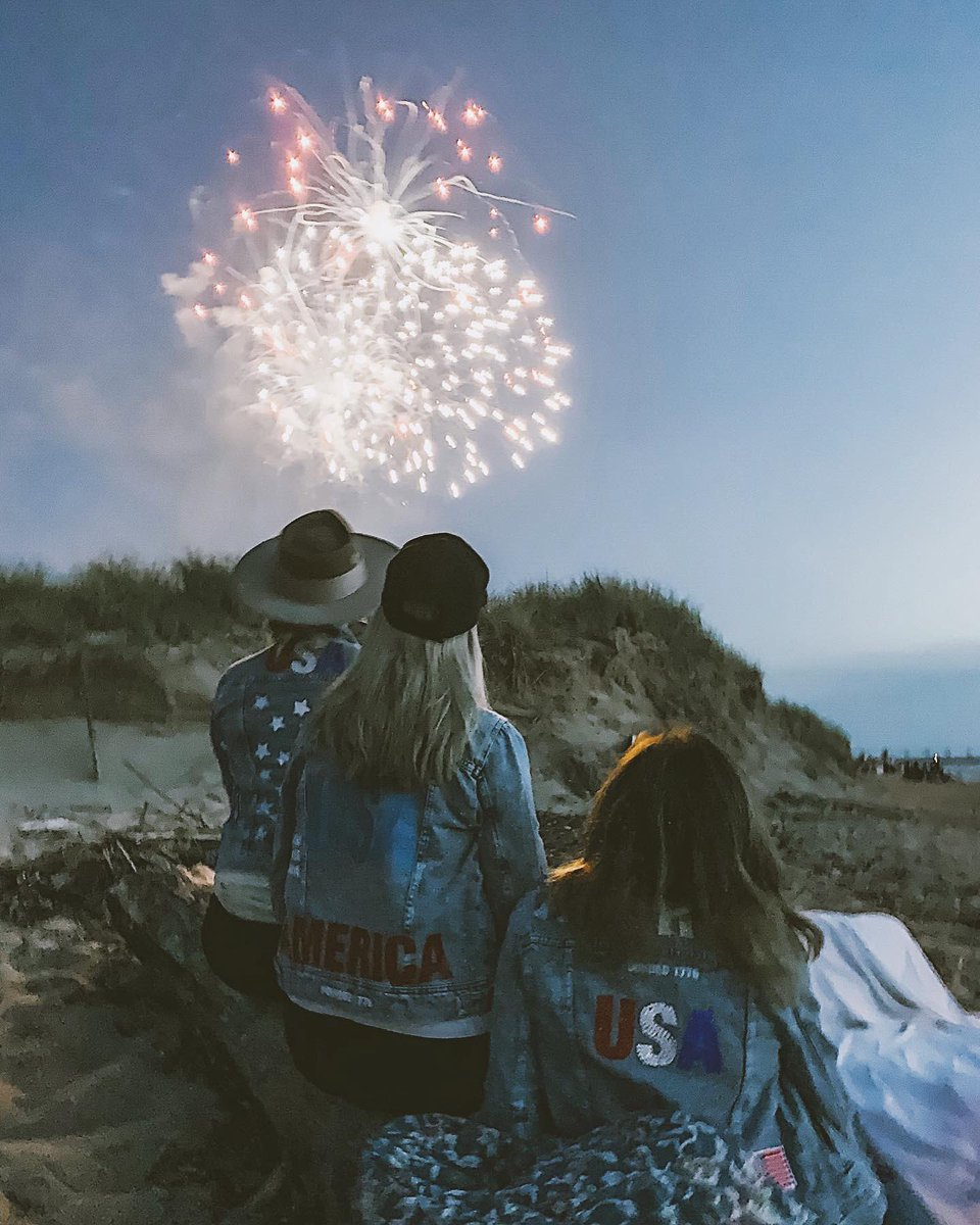 Nothing beats family & fireworks ???????? Hope everyone had a great 4th of July! https://t.co/24wRepMEXG
