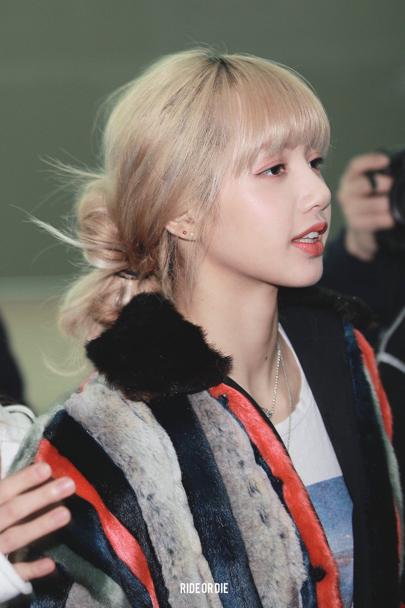 RT @larideordie: 190302 ICN #LISA #1000DaysWithLisa https://t.co/qJOxU7O4rc https://t.co/JLUvpoN8UI https://t.co/vj6N4EkmJG