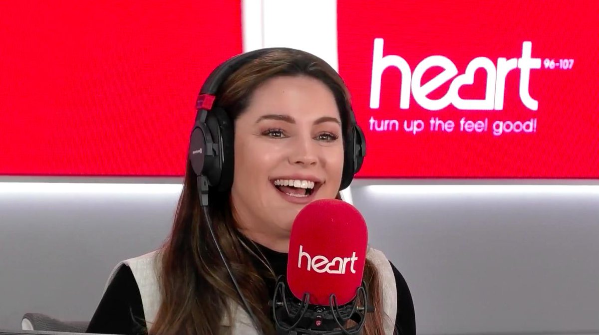 RT @thisisheart: The name's Brook, Kelly Brook. @jkjasonking learns something new about @IAMKELLYBROOK every show❣️ https://t.co/SamkKqo7xp