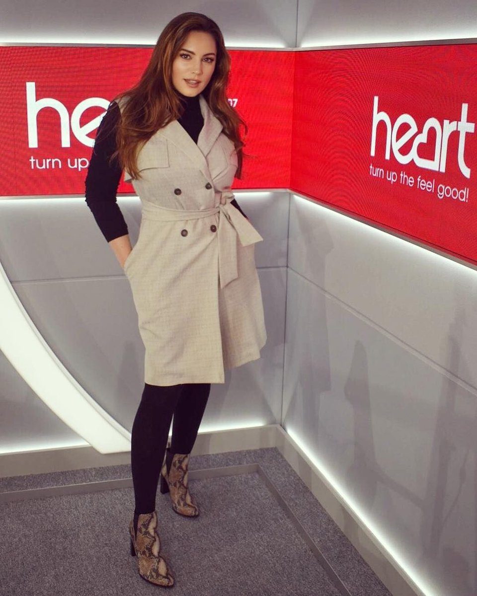 RT @thisisheart: Looking lux in a tux @IAMKELLYBROOK ???????? Get the look... https://t.co/QiTdir3rXZ https://t.co/wRhAkr5TYA