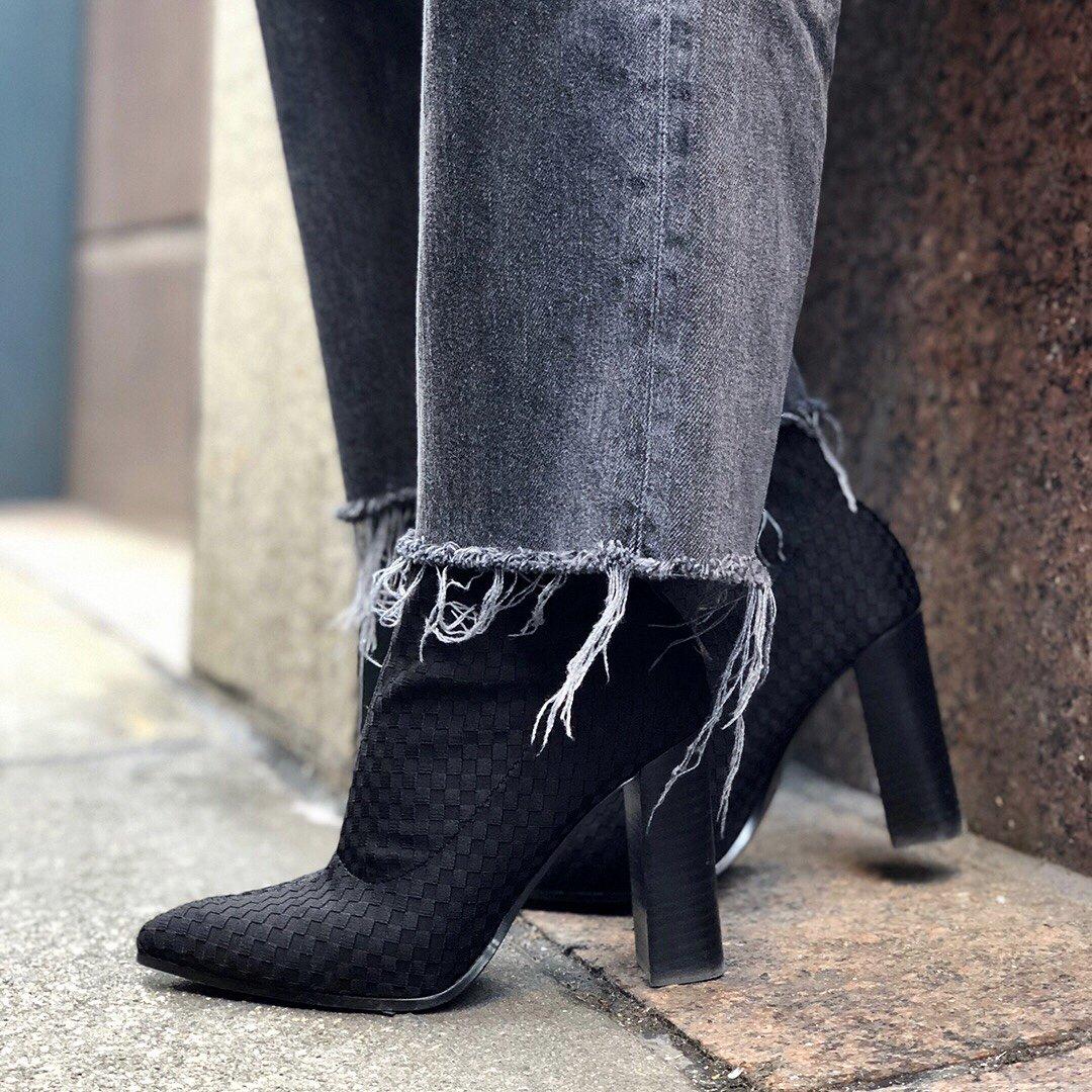RT @FergieFootwear: ???? TARYN #FergieFootwear @Macys   https://t.co/kuKJGW7Phg https://t.co/ZceeYOCruS