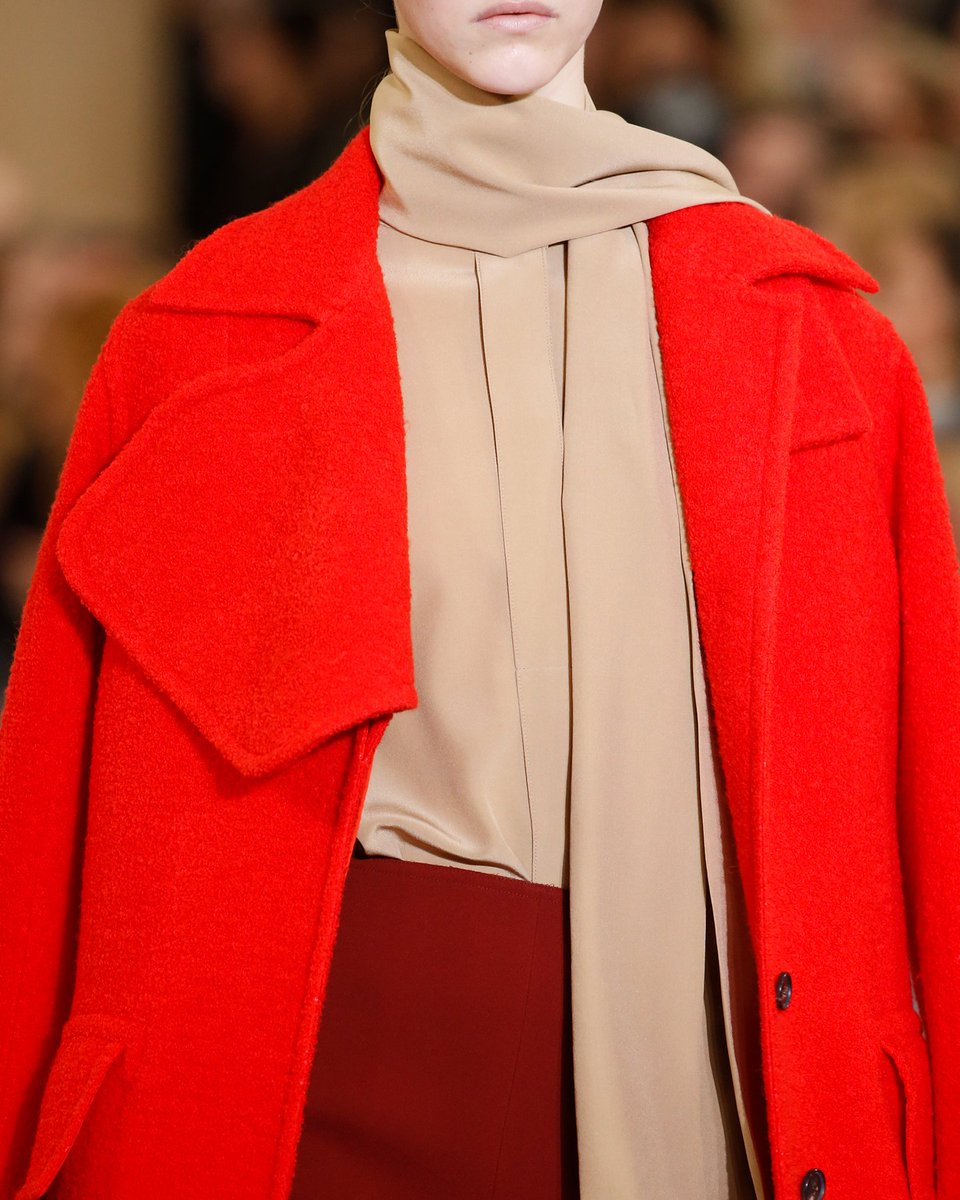 Layering different textures in a strong palette. x VB See more at https://t.co/9AO77lTHt8 #LFW https://t.co/jsssyddVKe
