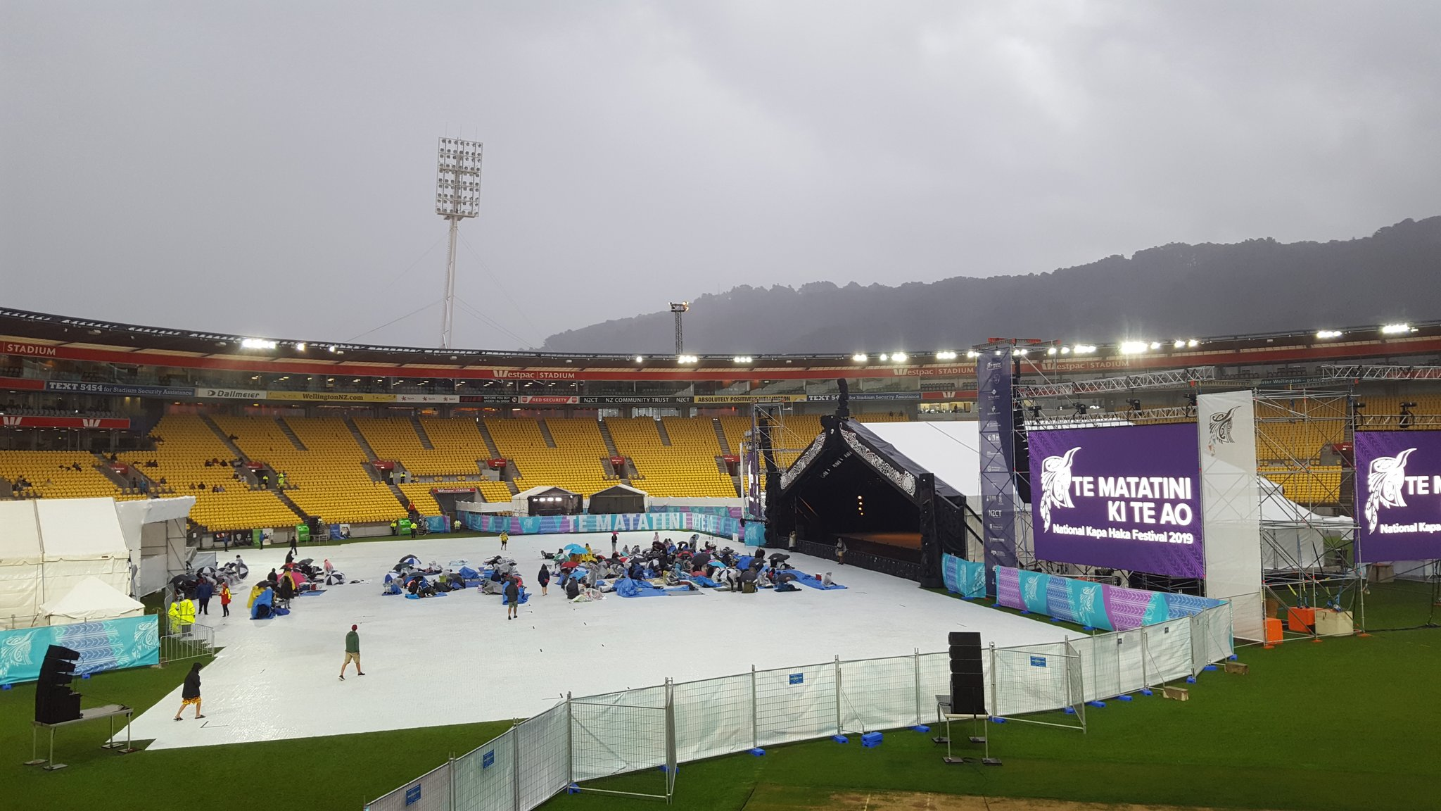 Despite the rain, hundreds of people have still arrived to secure the front seats. #matatini2019 https://t.co/A2P6K4IjnS