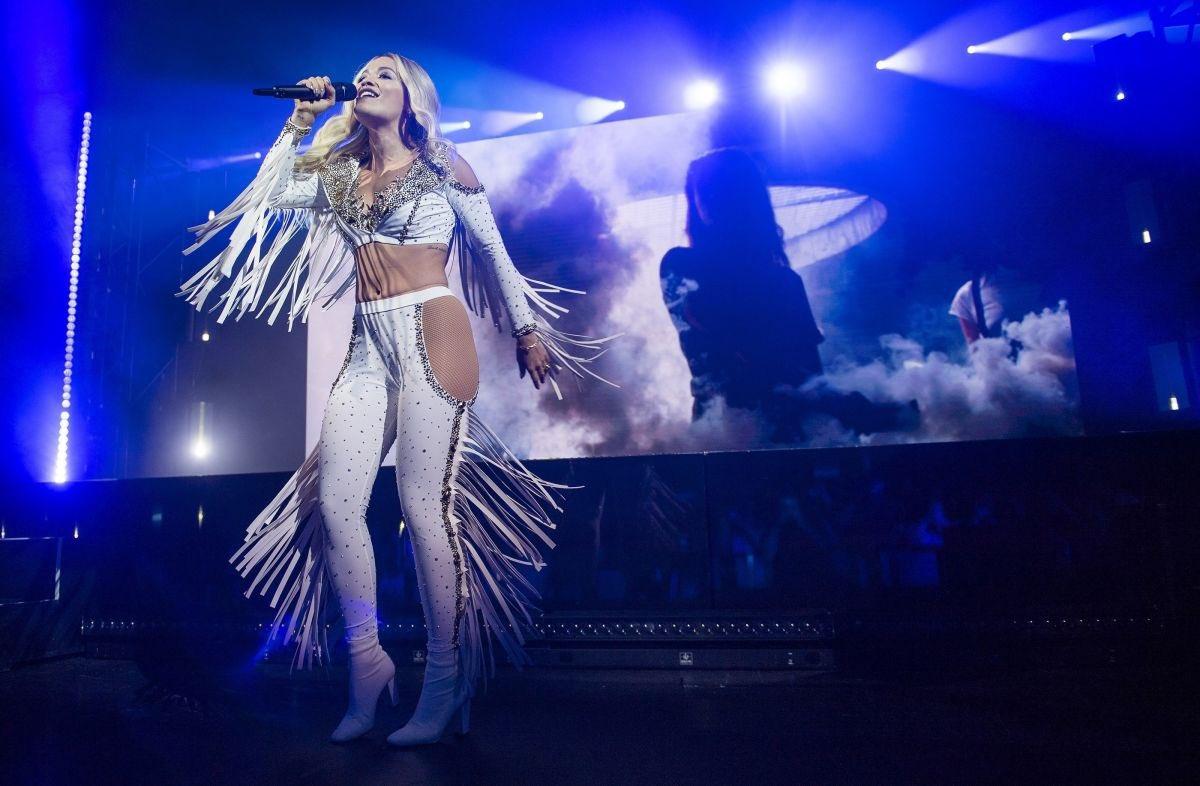 Countdown to the Phoenix world tour!!!! Australia on Fridayyyy ???????????? get tickets https://t.co/MHxYmQifkz ❤️❤️❤️ https://t.co/Rd6i7yfWu7