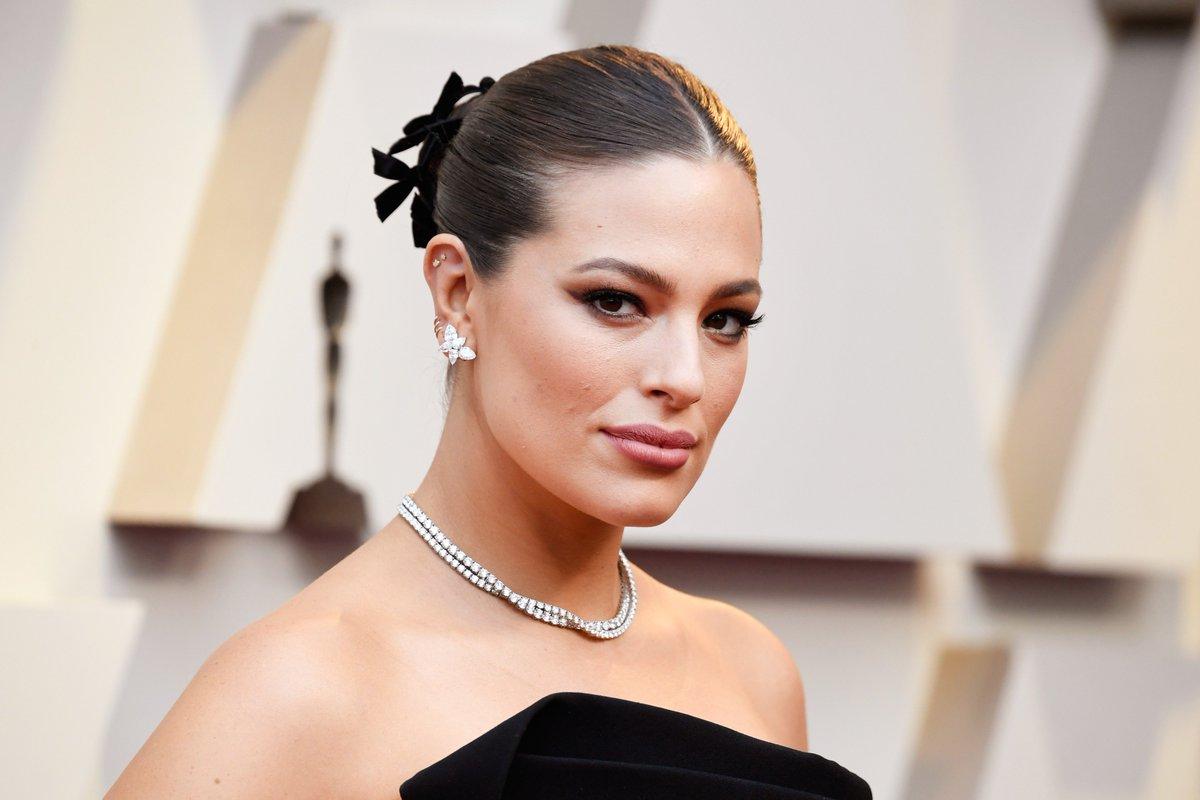 RT @POPSUGARBeauty: Take a bow, @ashleygraham ???? #Oscars https://t.co/HAVbx7Gkz7