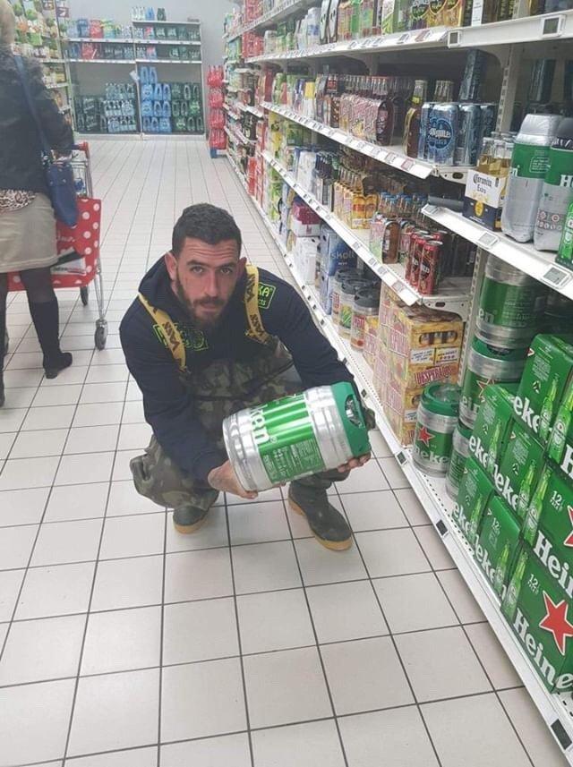 Getting the beer before hitting the bank ;-)  #<b>Vasswaders</b> #carpfishing #FridayMotivation http