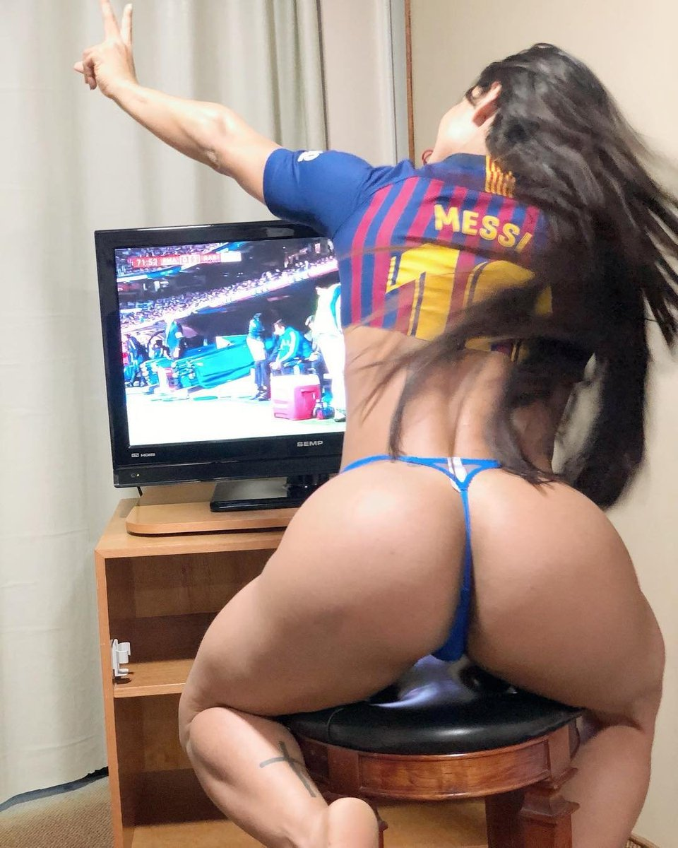 Triplete hoy estamos sin freno incluso yo!!! #elclásico #copadelrey #suarez #messi ????????????#fcbarcelona https://t.co/n71bYB4e66
