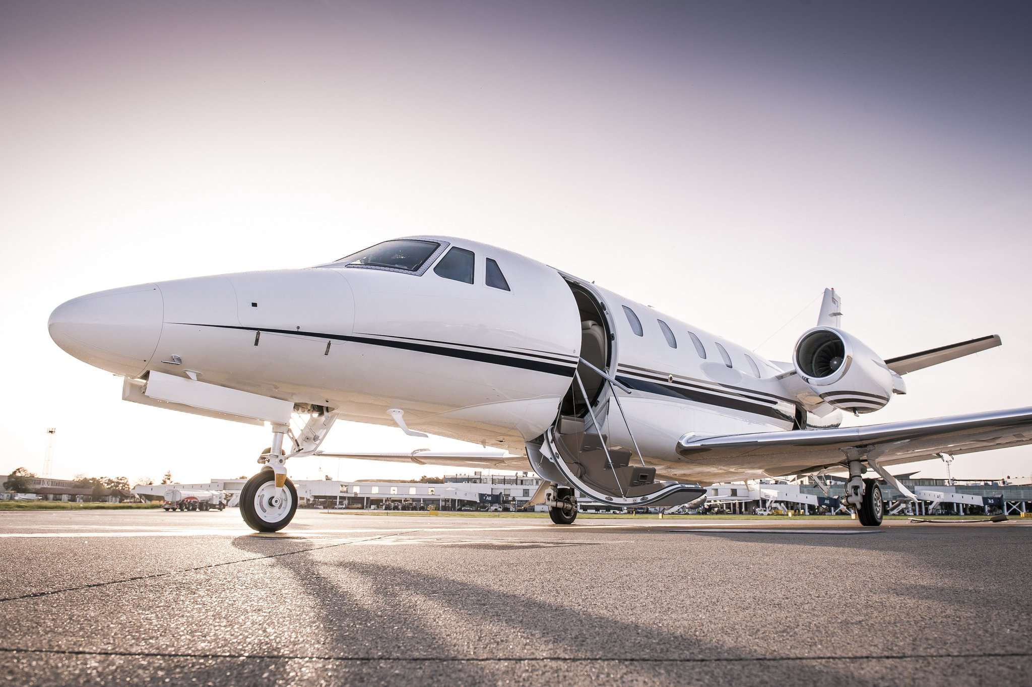 With another week completed - Where would you fly to?⠀ ⠀ #inspiration #aviation #aircraft #pilot #traveller #flying #jetsetter #LuxuryTravel #luxuryrealestate #superyacht #yachting #supercars #milliondollarlisting #jetlife #highend #luxurylifestyle #Millionaire #jetcharter https://t.co/J4g8r5141C