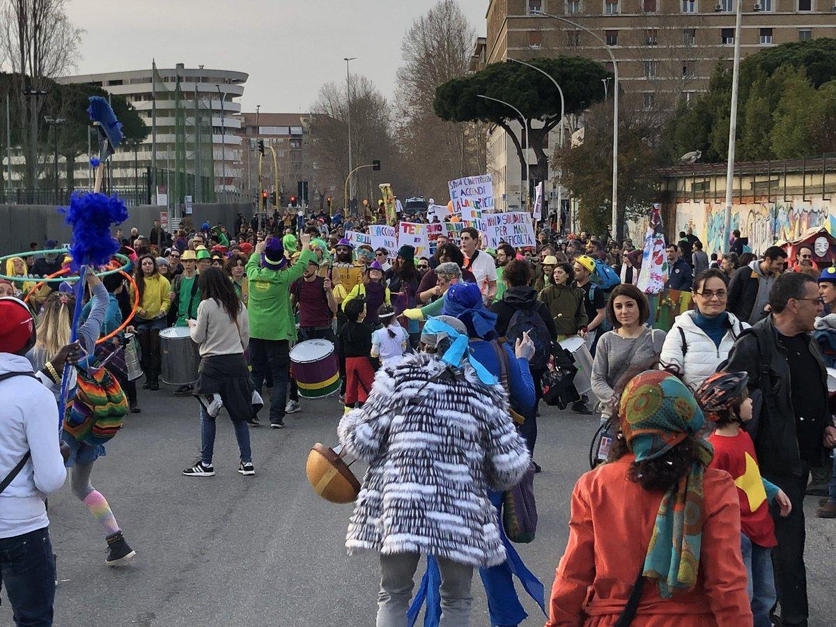 test Twitter Media - Il corteo del carnevale antirazzista trova un confine. Ma nessun muro ci fermerà! #noborder #RestiamoUmani https://t.co/JZZuNmx17q