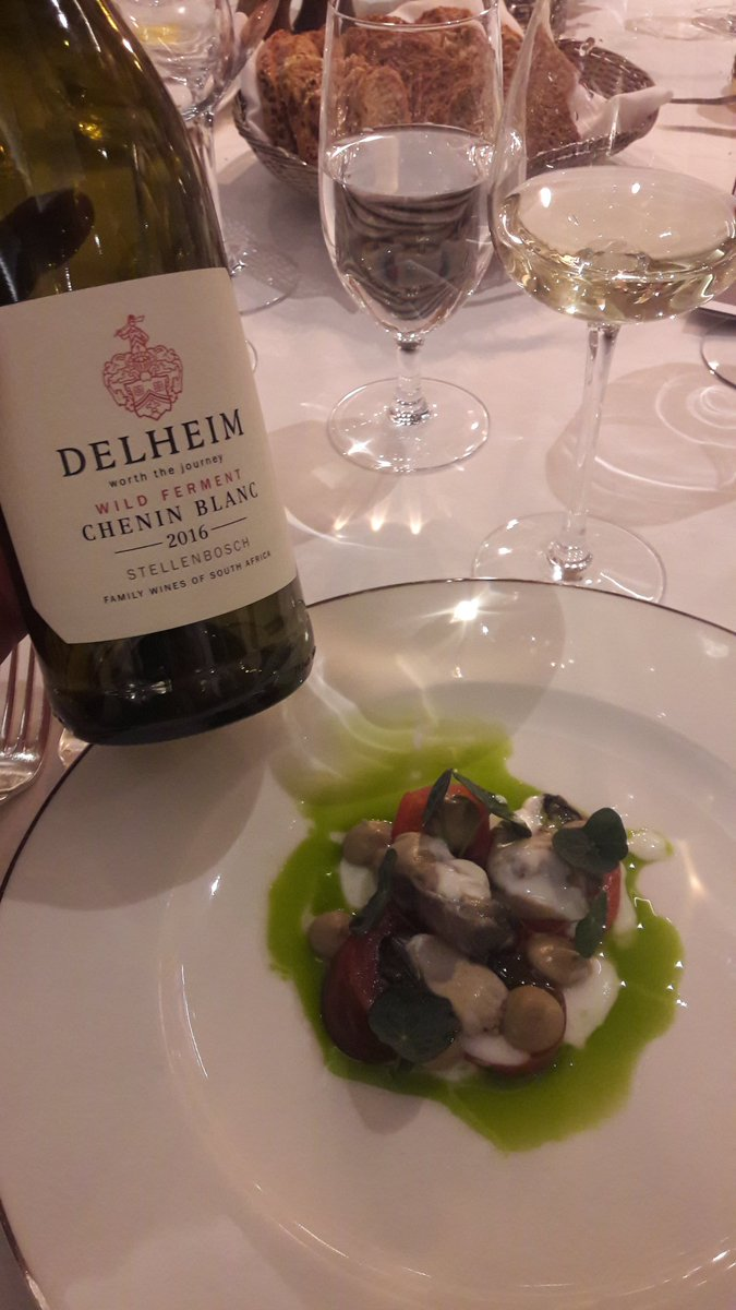 Local Oysters and wild ferment Chenin. 👌perfect match. @Delheim  @SheenFalls (^Nicolas Sicot) https://t.co/xngh5crPzT