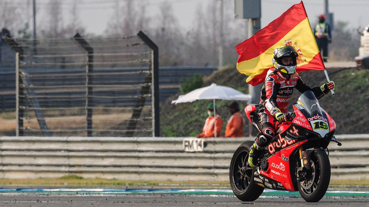 test Twitter Media - Relive @19Bautista celebration after making 6️⃣ wins in a row ✊  #THAWorldSBK 🇹🇭  📹 FREE VIDEO | #WorldSBK https://t.co/mSeqWZIlEq https://t.co/ZnaVe5Wf8I