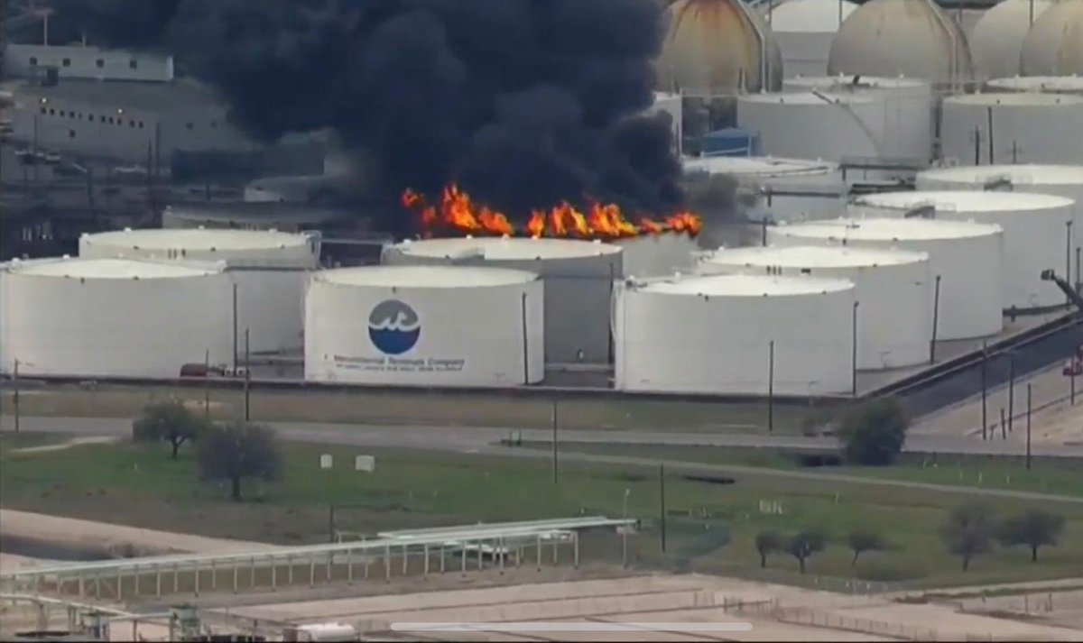 RT @VPITV: #AHORA Incendio en planta petrolera en Houston, Estados Unidos #17Mar https://t.co/C51OGYGYb5