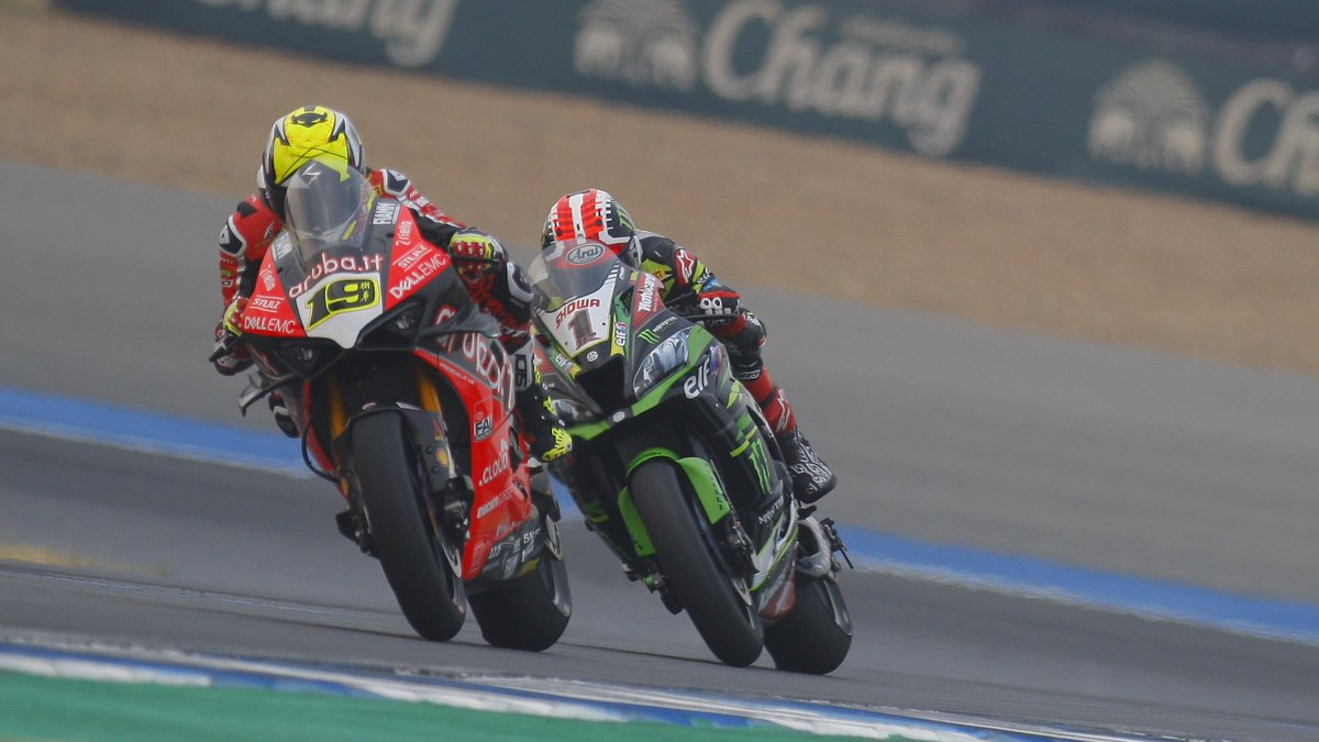 test Twitter Media - Moment of the weekend: Bautista and Rea CLASH 💢  The battle lines were drawn between #WorldSBK's top protagonists after @jonathanrea and @19Bautista collided on track!  #THAWorldSBK 🇹🇭  📃| #WorldSBK https://t.co/DANUsALGKJ https://t.co/p10YSgFBsi
