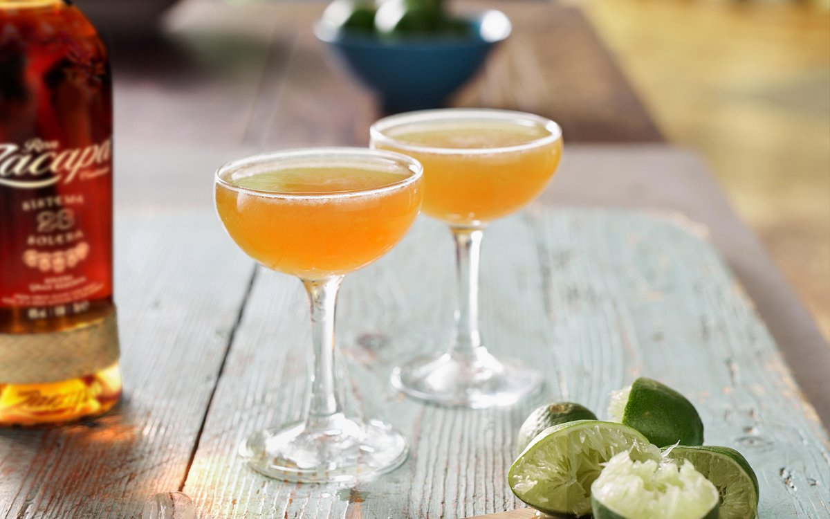 The Daiquiri is essentially a rum sour. The Navy had a big role to play in the Daiquiri, they were mixing lime with sugar spirits as early as the era of Sir Francis Drake in a bid to fight scurvy. #cocktail #daiquiri Find out here https://t.co/DM2twrFMUK https://t.co/A86VfXtI2C
