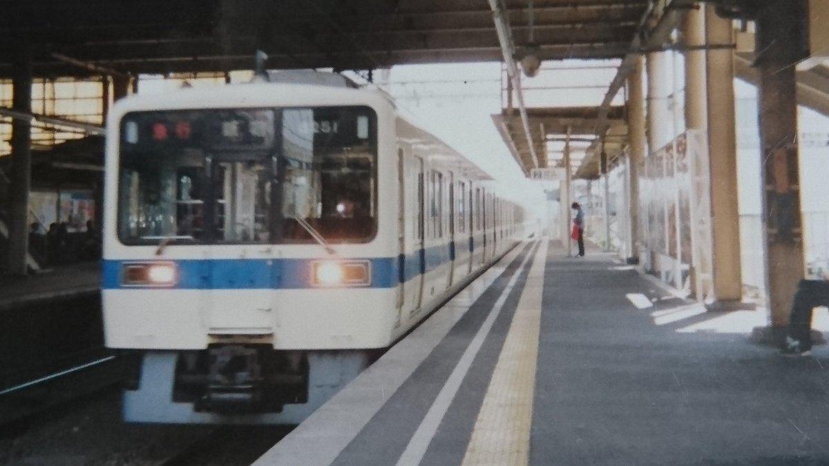 ブレブレだけど幕の8251撮ってた。 座間駅を通過する急行新宿行きで6両。 相模大野で連結するやつか。...