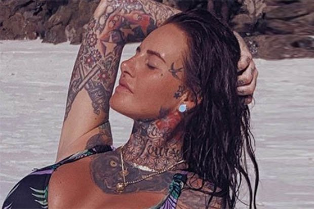 RT @Daily_Star: #JemmaLucy gets wet and wild in dangerously plunging bikini @jem_lucy  https://t.co/YAHsoqfU9t https://t.co/c7mlPHn9To