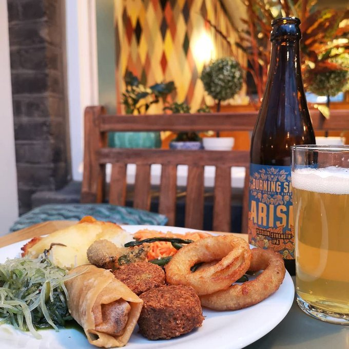 Friday, get in! Accessorise your plate with a bottle of Burning Sky IPA (sold separately)📷@teacakeandmake
