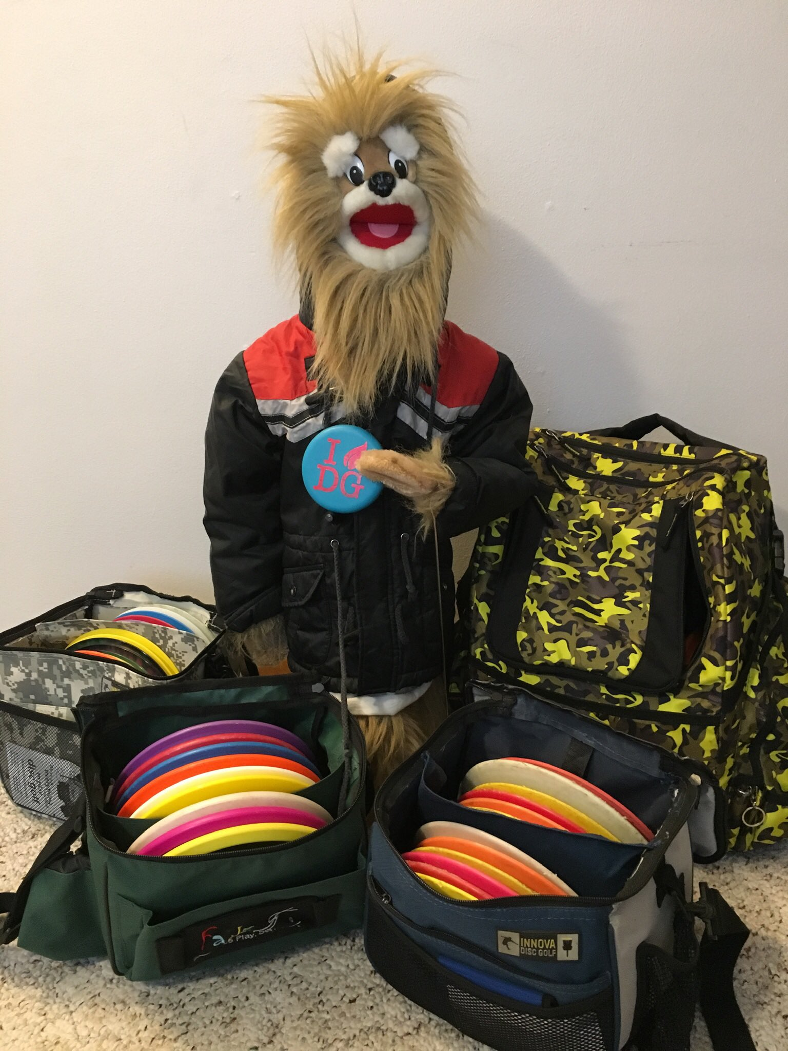 Dude, I am ready to play a round of disc golf! Unfortunately, a large snowstorm is about to hit Minnesota. Bummer! #discgolf https://t.co/2ElyhiUIQ8