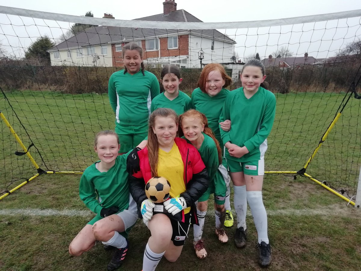 test Twitter Media - They did it! Even in a bog with wind and rain! Hollywood girls beat @OaksPrimary 2-1 in awful weather to keep league dreams alive with 7 out of 9 points this year. Unfortunately the HollyOaks trophy is not so well. Might need a new one. Well done girls. https://t.co/izMTE88Ti7