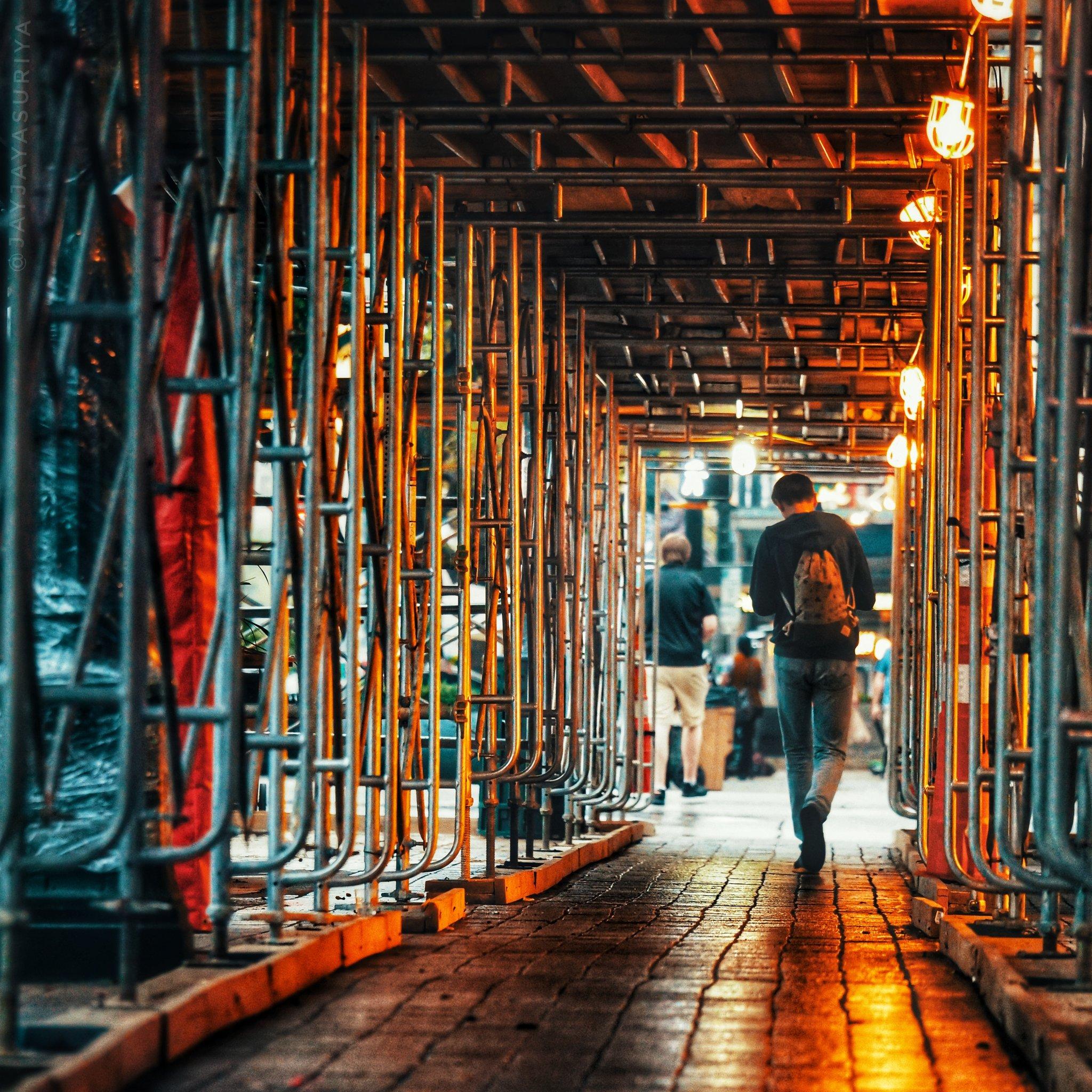 Bit of rain to cool things off early morn. love it!. Happy SXSW!!!🤘 . . #sxsw #downtownaustin #streetphotography #atx #sxsw2019 #austinstreets #construction #JayJayasuriyaphotography #streets #light https://t.co/BEeKbm7KsX
