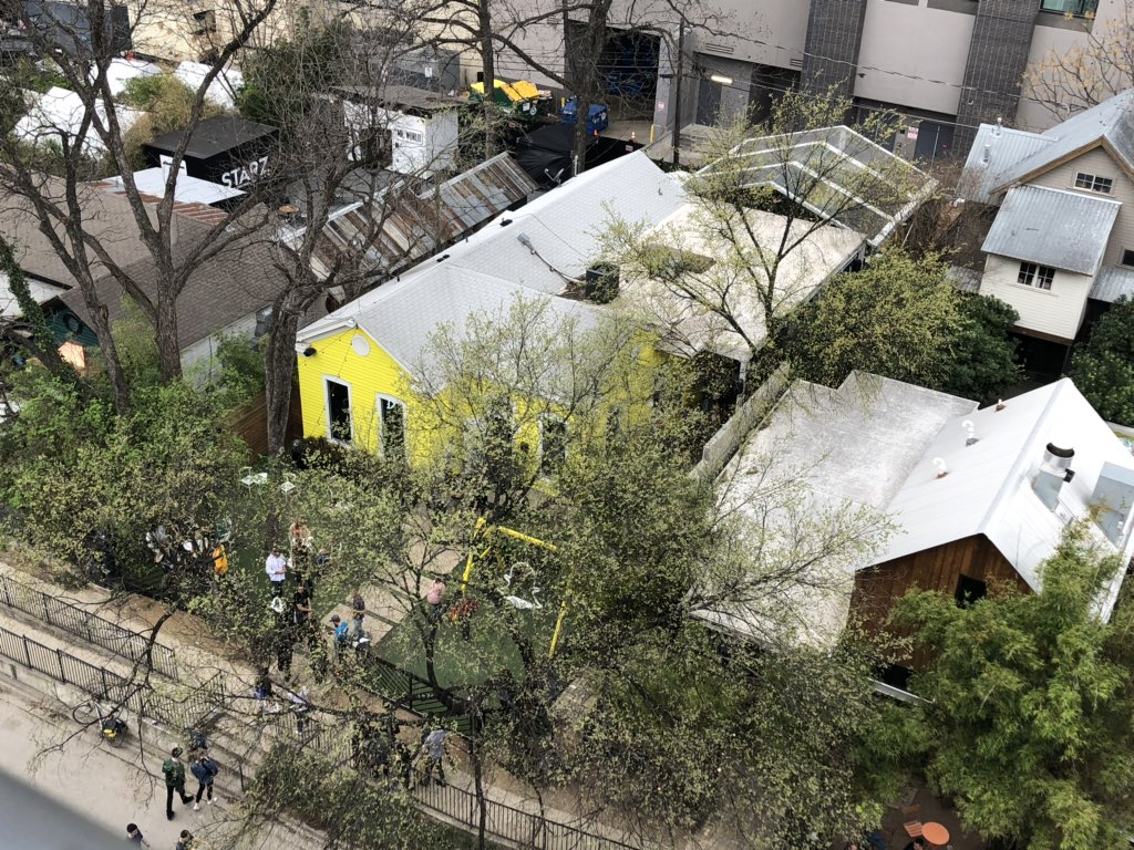 I can see the @Snapchat house from here 👻 #sxsw https://t.co/vuP4DwWWCB