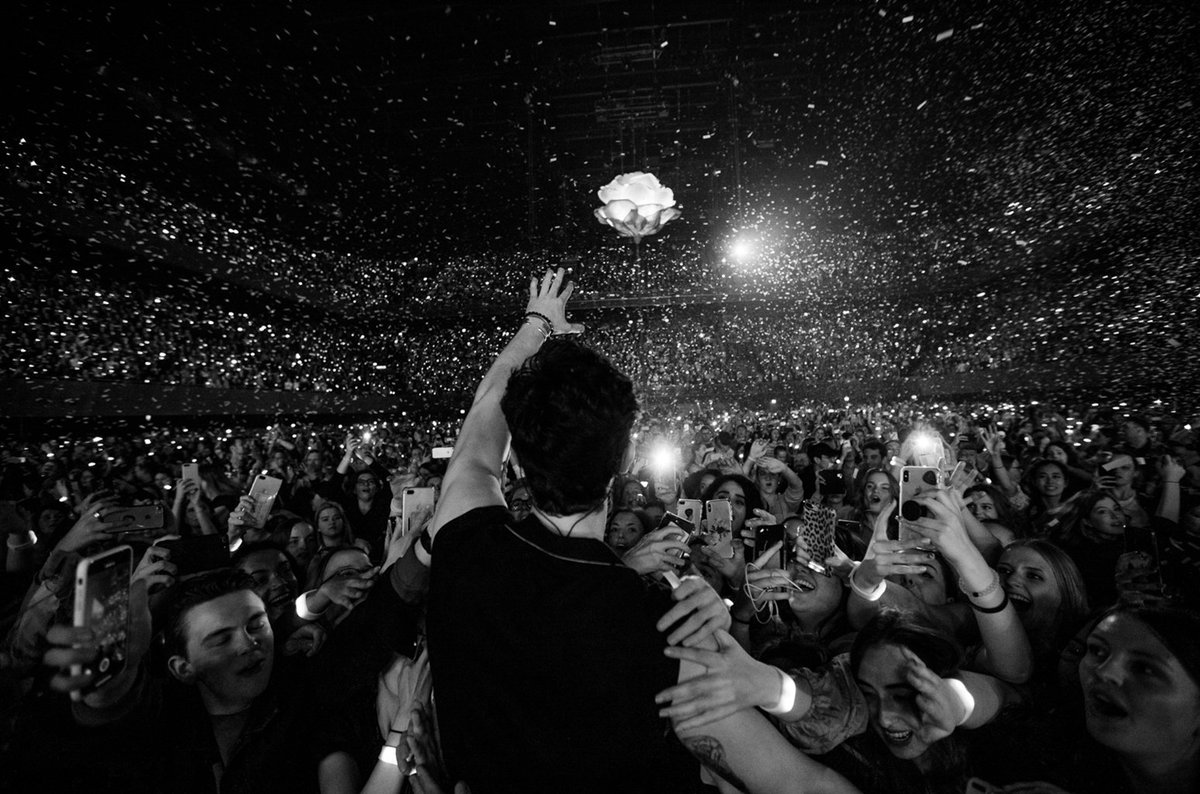 RT @billboard: Exclusive: @ShawnMendes shares photos from world tour opening show https://t.co/1oZ8QizuCR https://t.co/E1Hh96cXco
