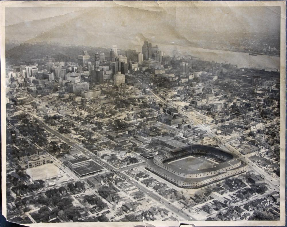 Aerial view of Tiger Stadium, Downtown Detroit, the Detroit River, and Belle Isle. 1940's.  @tigers @detroitnews #Michigan https://t.co/u1AFBSqTwp