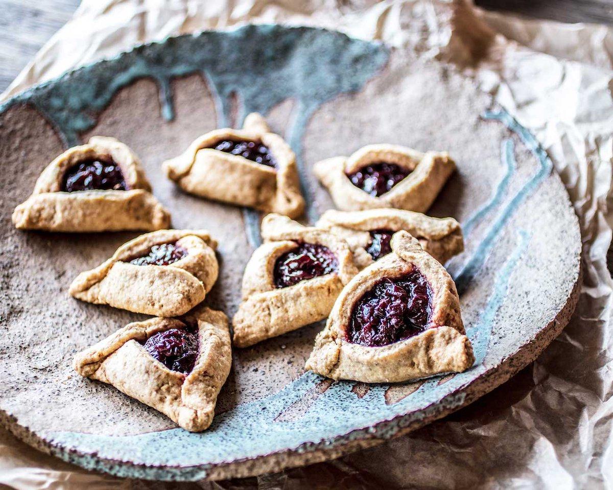 Yummy hamantaschen #recipe from @christinacooks ❤️https://t.co/zCEWHbcS7k https://t.co/VUTBke08Du