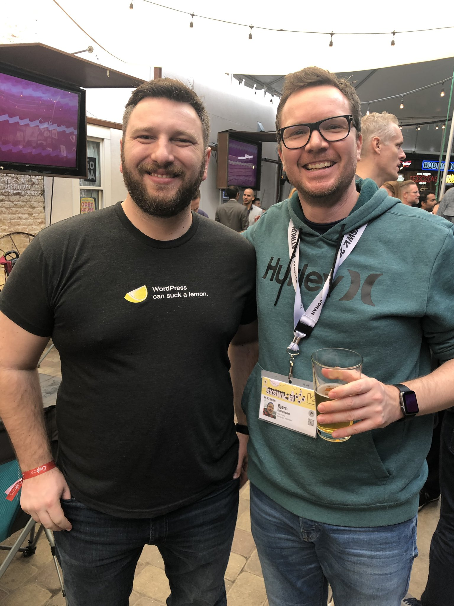 Look who I found yesterday at #SXSW19! Nice to meet you again @brandonkelly✌️and thanks @PixelAndTonic for the IPAs 🍻#craftcms 📈 https://t.co/QnkXbsw8zl