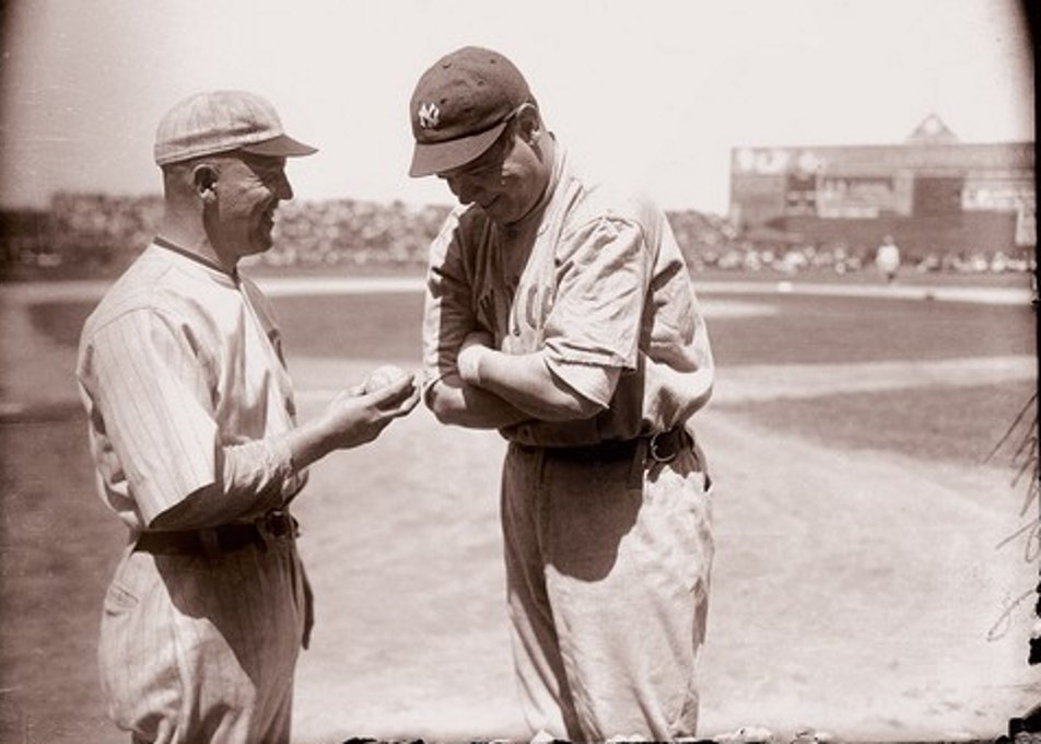 August 1, 1920, Ruth shares some laughs Eddie Cicotte of the #WhiteSox at Comiskey Park.  Cicotte would be banned forever at the end of the season  What an incredible photo. #PinstripePride #Yankees #MLB https://t.co/Dq8jw1RlJU