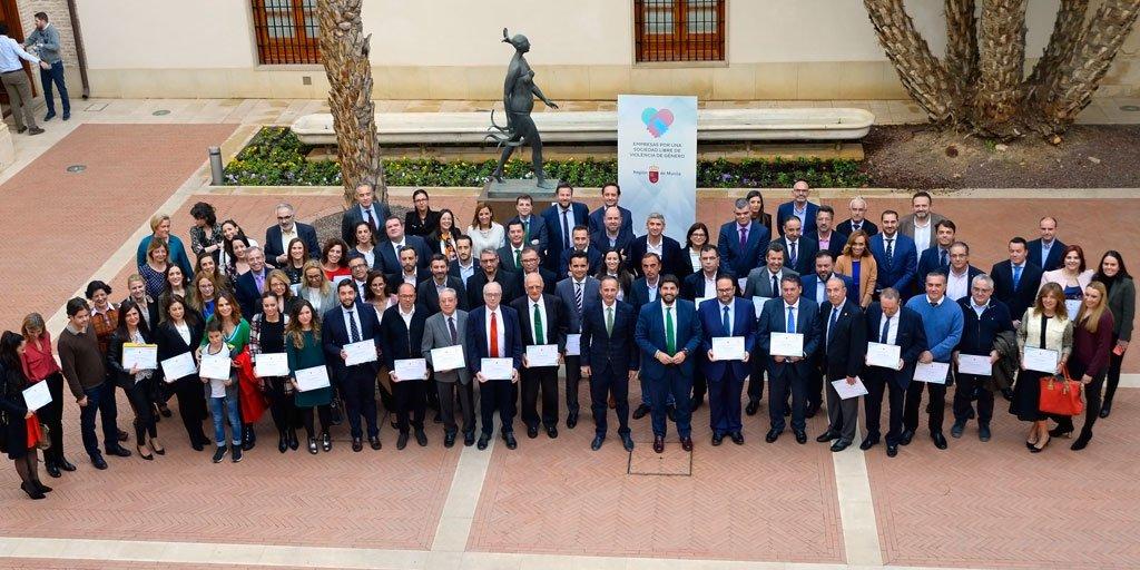 """test Twitter Media - .@GrupoAmavir se une a las """"Empresas por una sociedad libre de violencia de género"""" de Murcia, que promueven la incorporación de mujeres víctimas de violencia de género al mundo laboral en sus actividades.  👏¡Enhorabuena por la iniciativa! #AESTEasociados https://t.co/4YsMtTkoRx https://t.co/FY1stAoqSL"""