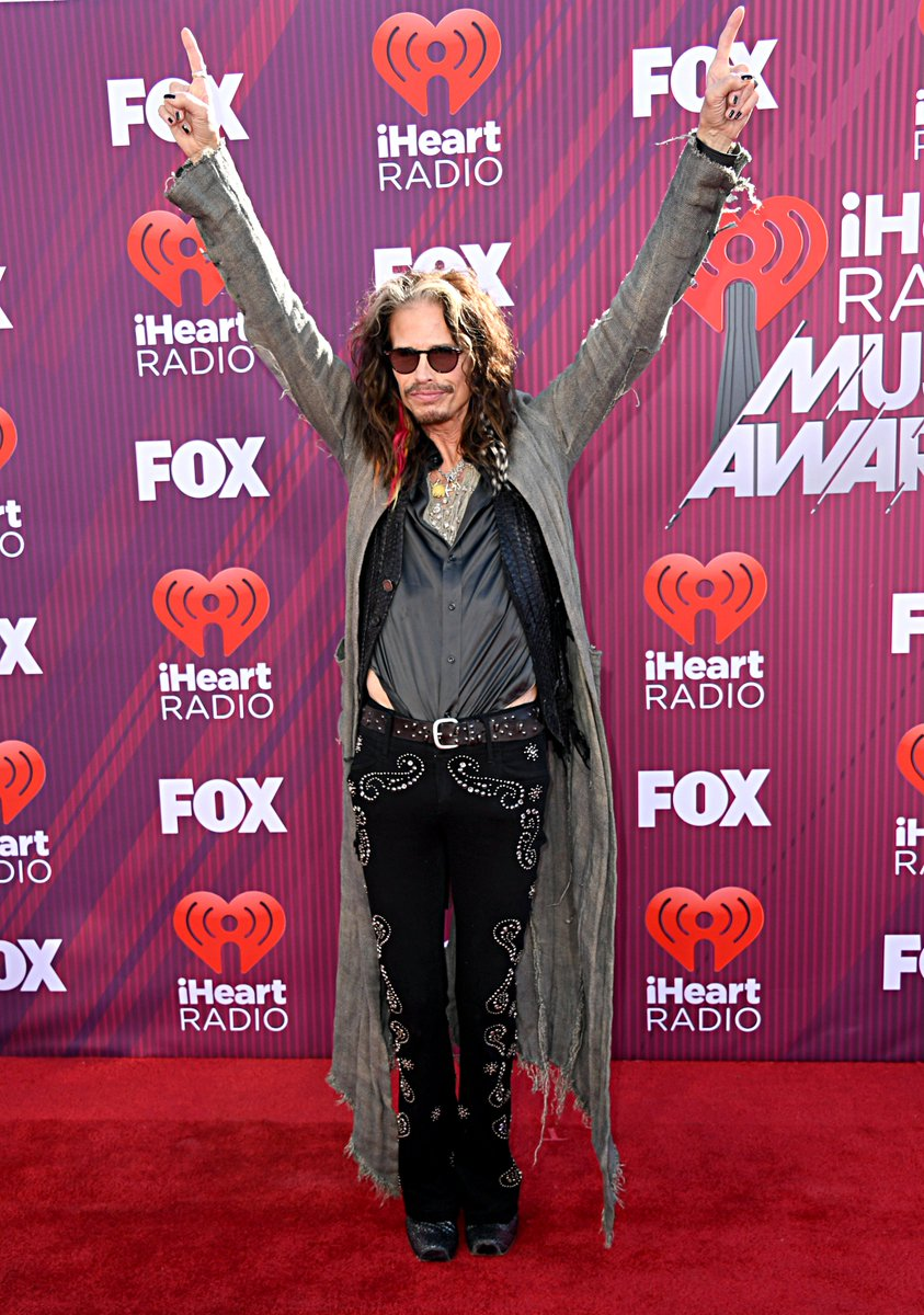 RT @etalkCTV: Sometimes you just gotta Walk This Way. ???????? #iHeartAwards2019 #etalkRedCarpet #StevenTyler https://t.co/fl9lW1UTMg