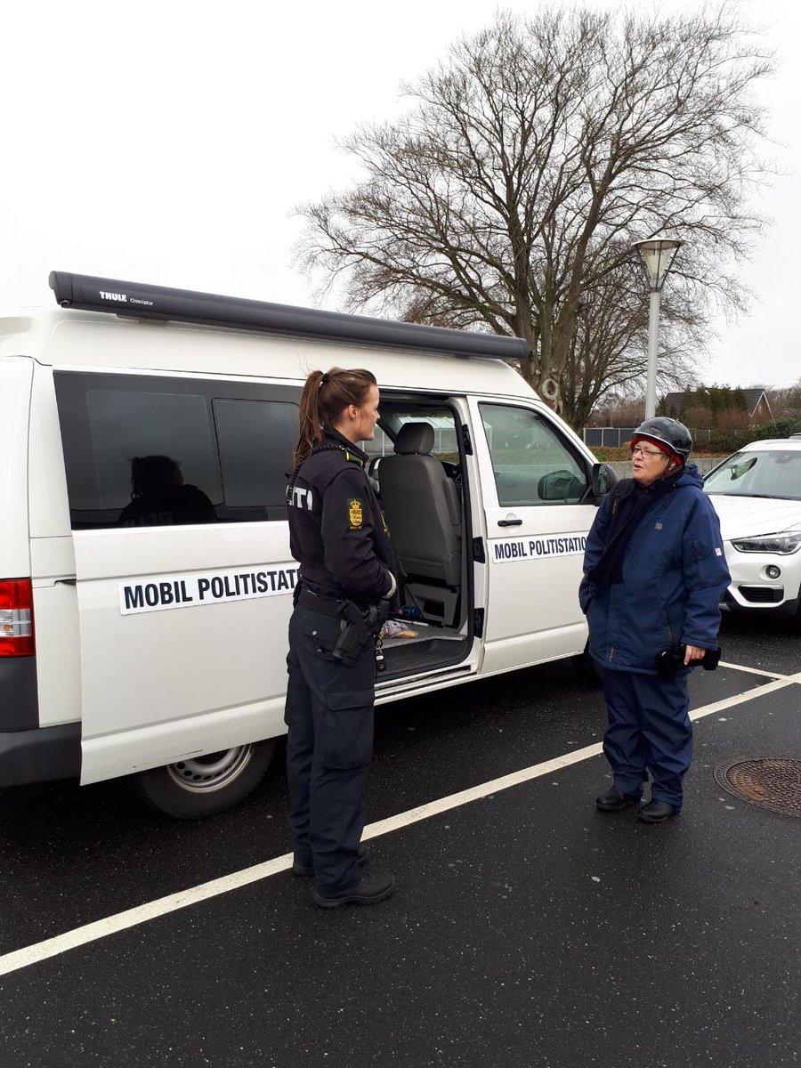 Så er vores mobile politistation på plads ved Brugsen i Brørup. I er meget velkomne til at kigge forbi. #politidk https://t.co/KekMI0o96L