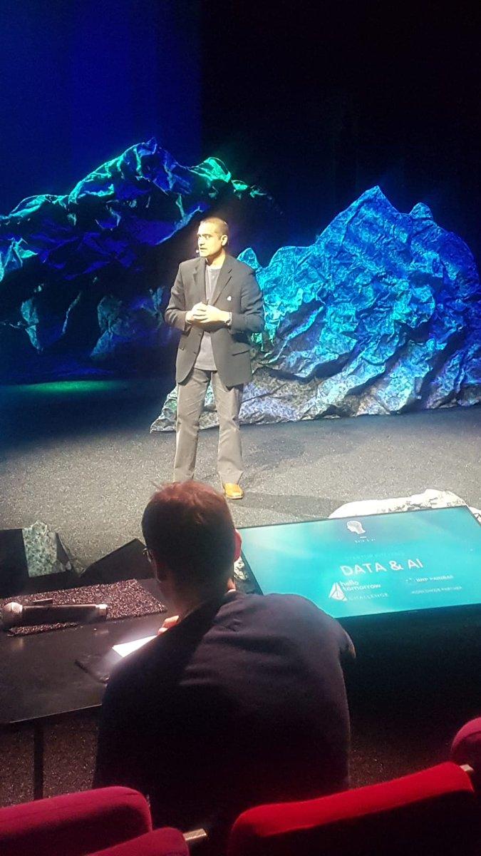 RT @darwinai: pitching at the Hello World Data &AI Challenge in Paris today…  #darwinai #HTChallenge #HTSummit https://t.co/IufDgQ3jXw
