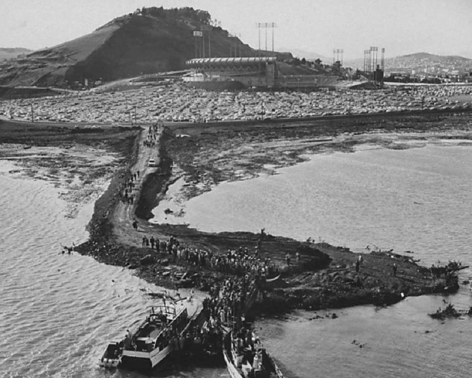 San Francisco, Apr 12, 1960 - More than 42,000 look for all means possible - including by boat - to get to the inaugural game at Candlestick Park to see their Giants play host to Cardinals, and starter Sam Jones three-hit the Cards in the 3-1 complete game win https://t.co/IcktUbRzyo