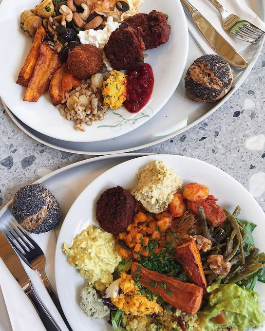 Two plates of heaven courtesy of @veganiina